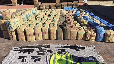 """La Policía Nacional y la Guardia Civil han desarticulado la mayor organización de tráfico de hachís que operaba en España, cuyo cabecilla era conocido como """"Messi"""" y que logró huir en una operación en la que han sido detenidas 19 personas y aprehendi"""