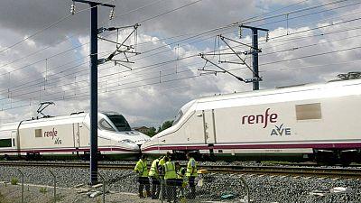 400 pasajeros afectados por la salida de una rueda de un ave en Brazatortas, Ciudad Real