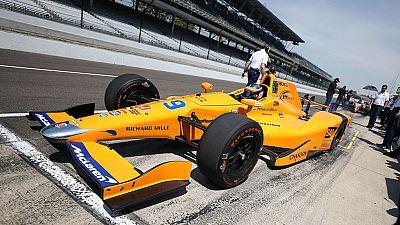 El piloto asturiano ha debutado en los entrenamientos libres de las 500 millas de Indianápolis a 0.5907 segundo sde Andretti, el más rápido de la sesión.