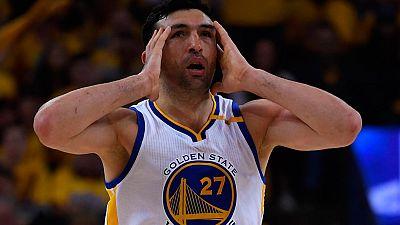 """El primer partido de la serie entre los Spurs y los Warriors dejó un poso polémico por la lesión de Leonard, producida por un choque con Pachulia que el entrenador de San Antonio ha comparado con un """"homicidio involuntario""""."""