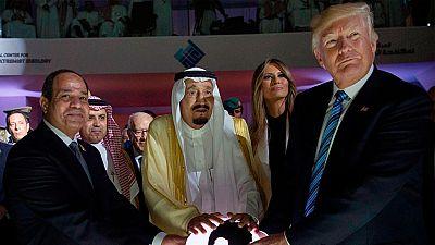 Trump pide a los países del Golfo que luchen juntos contra el extremismo islamista