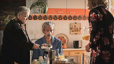 Herminia pone a Antonio en su sitio y María lo perdona