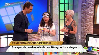 Hora Punta - ¡IMPRESIONANTE y sin palabras! Berta Garcia es campeona de cubo de rubik con solo 15 años y es capaz de resolverlo con los ojos cerrados.