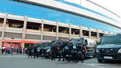 Un total de 2.400 efectivos policiales velarán por la seguridad en la final de la Copa del Rey de este sábado en el Calderón entre el Barcelona y el Alavés.