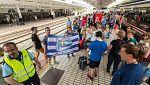Los aficionados del Alavés y el Barça llegan a Madrid con medidas de seguridad reforzada