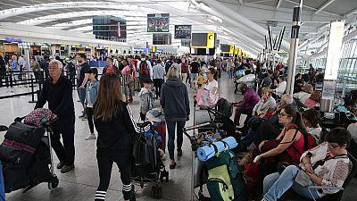 La compañía aérea British Airways sigue con problemas tres días después de la caída de su sistema informático