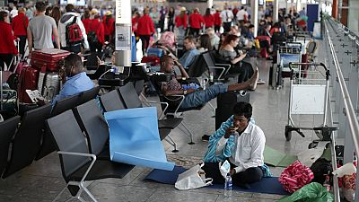El consejero delegado de British Airways descarta dimitir por el caos aéreo del fin de semana
