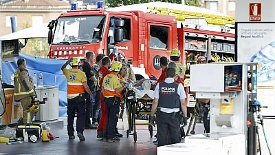 Un trabajador ha muerto y otro ha resultado herido muy grave al producirse una deflagración en una gasolinera de Sant Sadurní d'Anoia (Barcelona) cuando realizaban labores de mantenimiento. Según han informado los Bomberos de la Generalitat, los equi