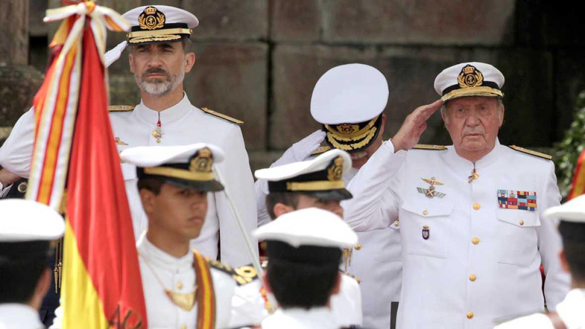 El Rey Felipe y Don Juan Carlos han recibido honores de ordenanza en aguas de la ría de Pontevedra.