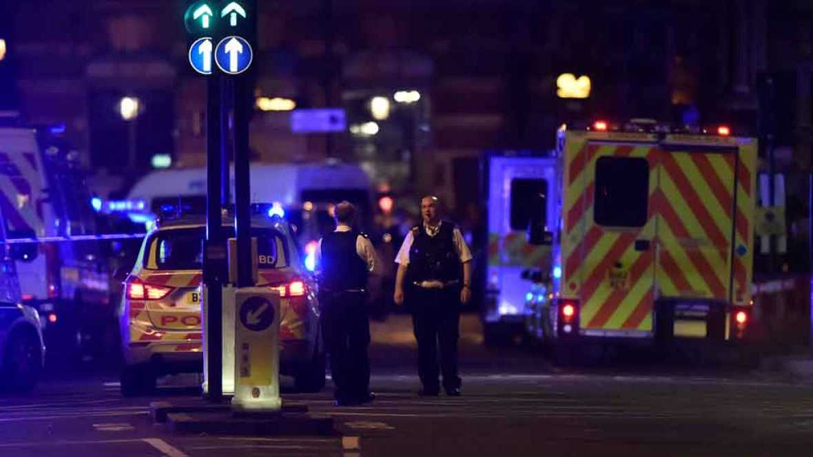 Un testigo explica lo que ha visto tras un atropello masivo en Londres en el que podría haber varios heridos.