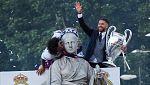 Ramos y Marcelo visten de blanco a la Cibeles