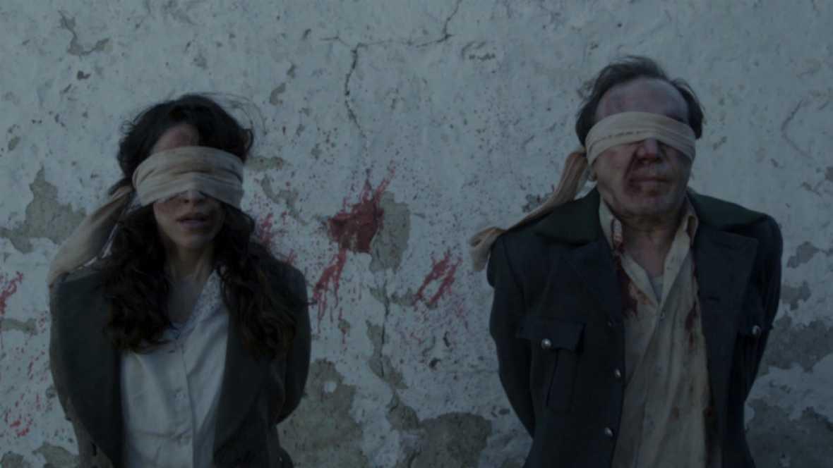 El Ministerio del Tiempo - Lola y Ernesto en el paredón de fusilamiento