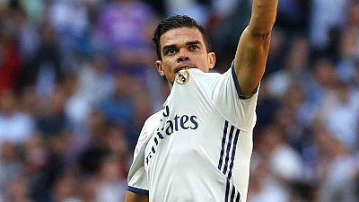 El jugador portugués Pepe ha anunciado su adiós al Real Madrid criticando las formas del club blanco y sin desvelar cual será su destino, en una entrevista en la cadena Cope.
