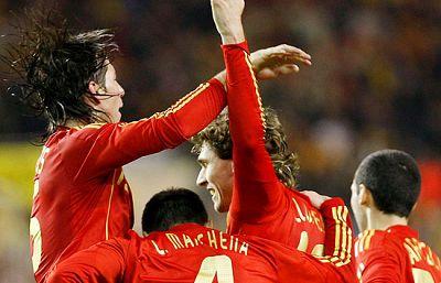 España se ha impuesta a Inglaterra por dos goles a uno. Villa y Llorente han sido los goleadores por parte de la 'roja' que ha vuelto a demostrar su condición de campeona de Europa