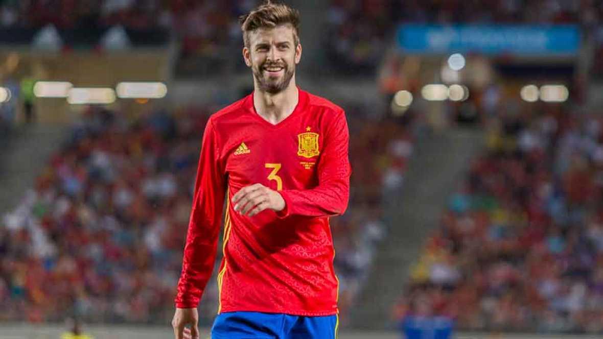 El jugador de la selección española Gerard Piqué ha culpado a los medios de comunicación de los silbidos que ha vuelto a recibir en un partido con España, esta vez en Murcia. Su seleccionador, Julen Lopetegui, le ha defendido.