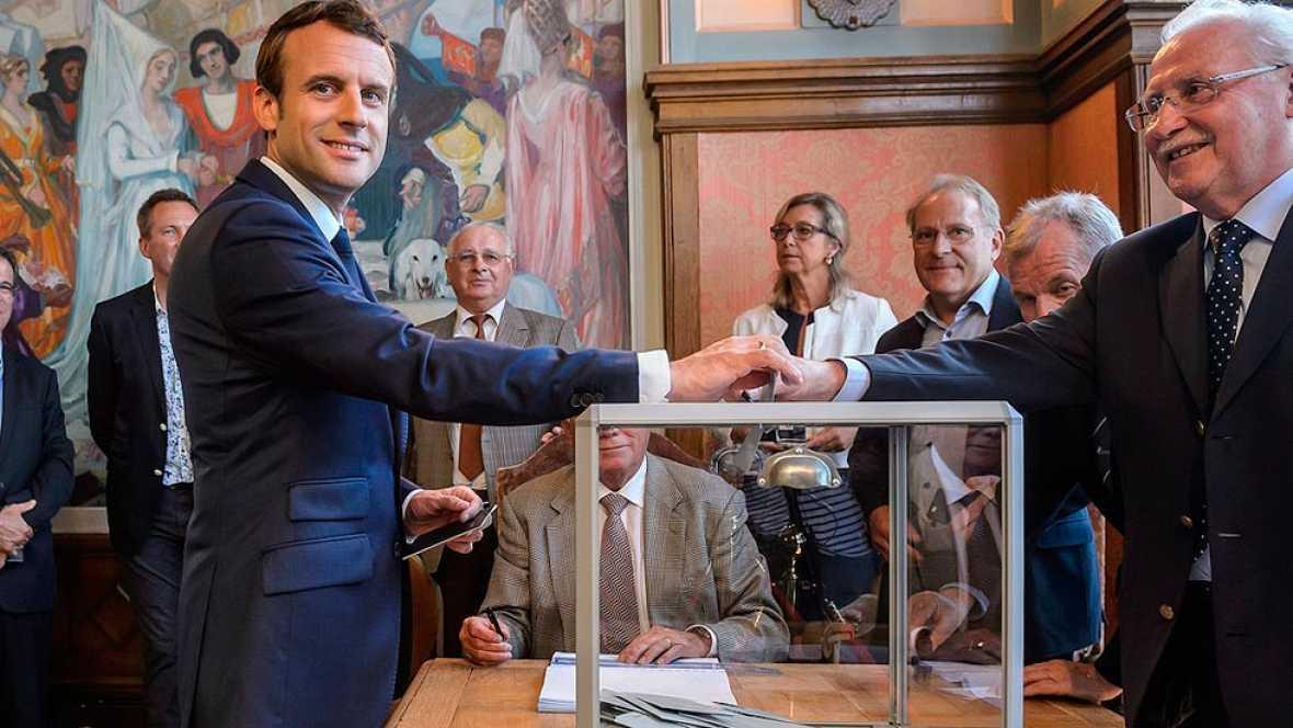 Francia - Macron se impone en la primera vuelta de las legislativas con una abstención histórica