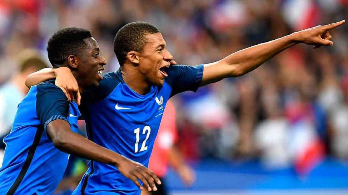 La selección francesa se impuso 3-2 a Inglaterra en un amistoso que sirvió de homenaje a las víctimas del terrorismo.