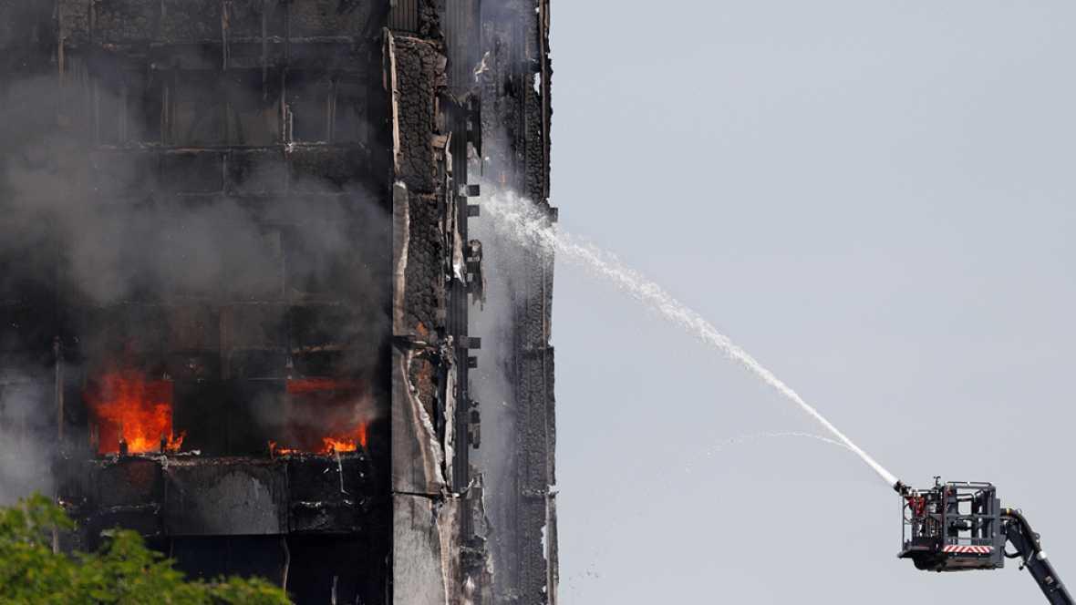 ¿Cómo se apaga un incendio en un edificio de gran altura?