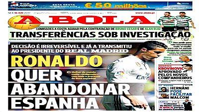 El delantero portugués podría querer abandonar el Real Madrid este verano por los problemas fiscales que le afectan en España, según informa el diario deportivo luso 'A Bola'.