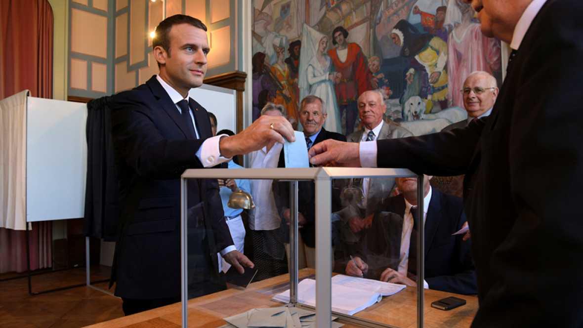 Los sondeos prevén una victoria aplastante de Macron en las legislativas francesas