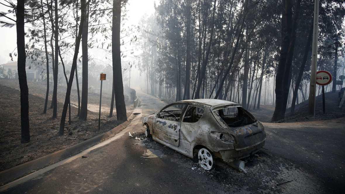 """Mas de medio centenar de heridos en un """"terrible"""" incendio forestal en Portugal"""