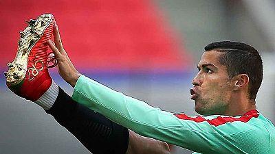 La posible salida de Cristiano del Real Madrid ha opacado el debut de Portugal en la Confederaciones, que arranca el torneo contra México este domingo.