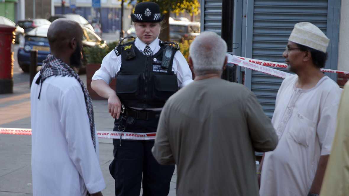 Un muerto y ocho heridos por el atropello de una furgoneta cerca de una mezquita en Londres