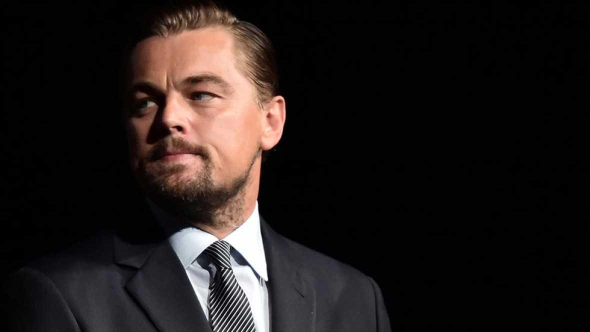El actor Leonardo di Caprio ha tenido que entregar a la justicia un Oscar, no el que ganó en 2015 por su papel en El Renacido, sino otro que perteneció a Marlon Brando y que le regaló una productora investigada ahora por desvío de fondos.