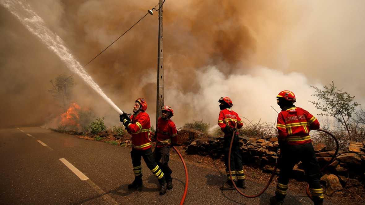 El fuego avanza en Portugal hacia el norte obligando a desalojar 20 localidades