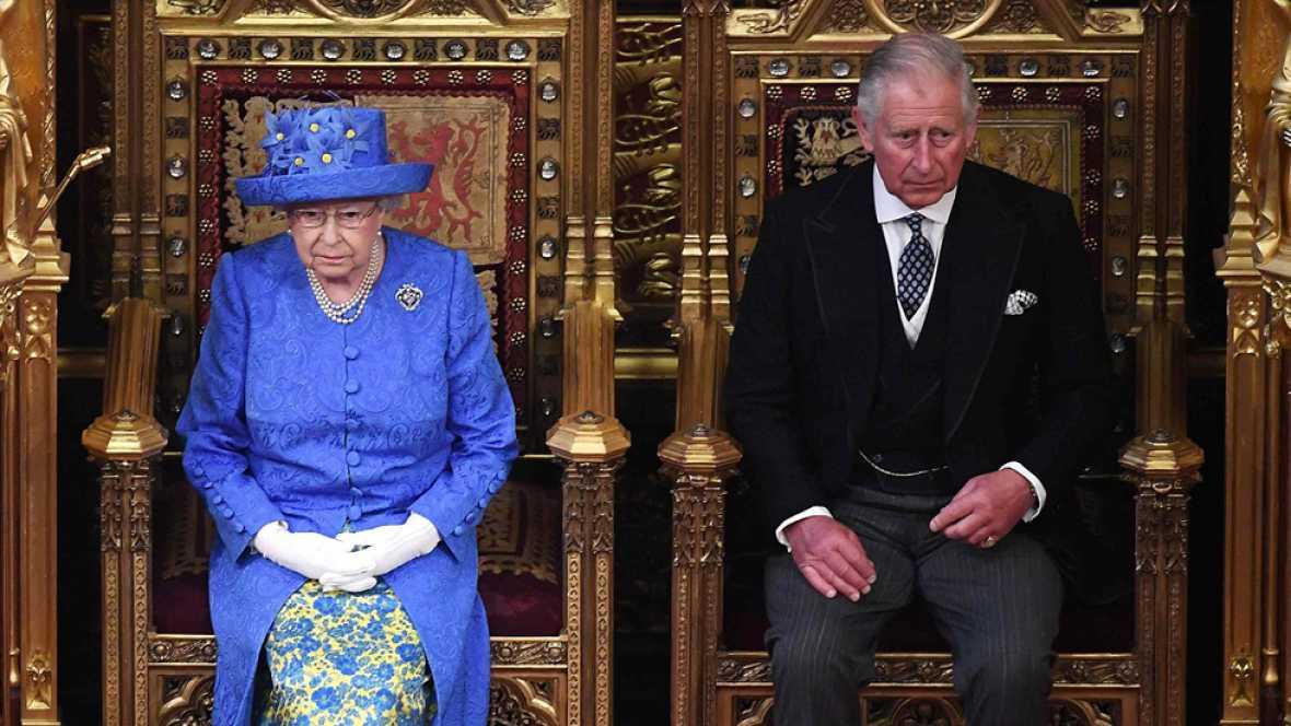 Resultado de imagen de Isabel II inaugura la legislatura británica
