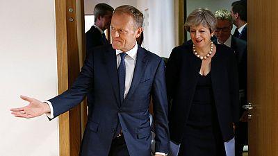 """Tusk """"sueña"""" con retroceder el 'Brexit' y May promete defender a los ciudadanos comunitarios en suelo británico"""