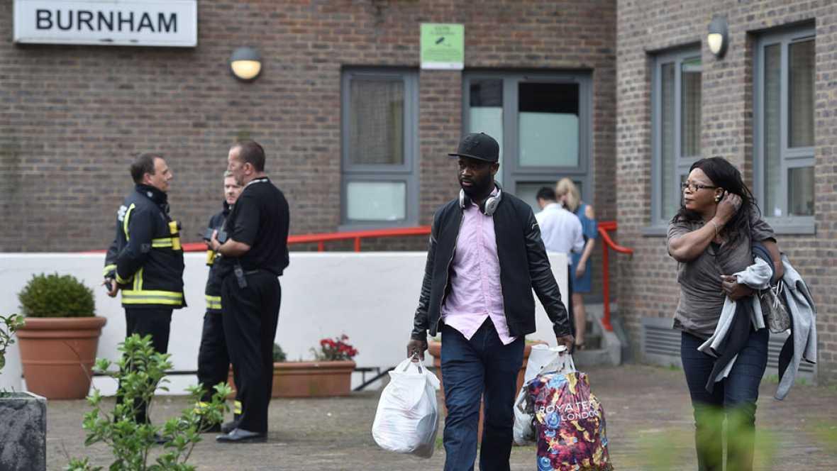 Las autoridades británicas evacúan con urgencia a unos 4000 residentes de cinco de edificios al norte de Londres