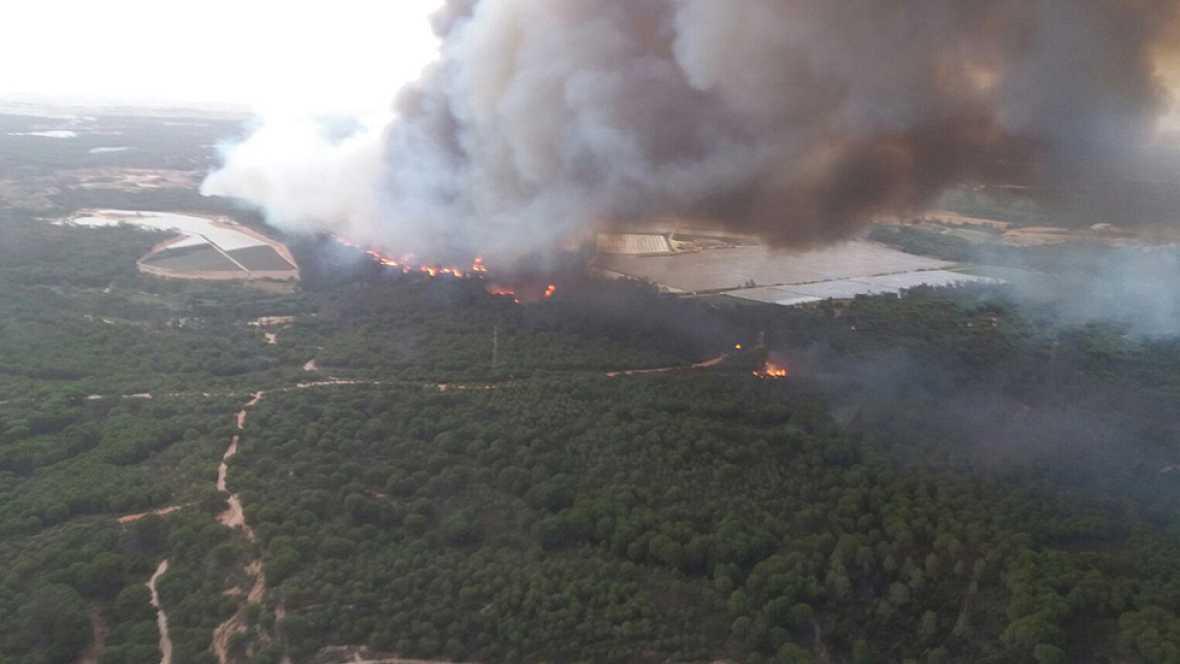 """Incendio en Moguer - El delegado de la Junta en Huelva: """"Los medios se dirigen a los dos frentes que tenemos abiertos"""""""