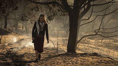 A las puertas del camping de Doñana, en Mazagón, hoy había cola. La mayor parte de los desalojados por el incendio salieron corriendo de aquí. Vuelven a ver qué se encuentran.