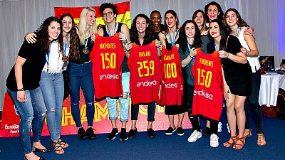 Desde que llegaron a España no han parado de recibir felicitaciones después de imponerse con autoridad en el Europeo 2017. El baloncesto es ya el primer deporte en número de licencias femeninas: 112.000.