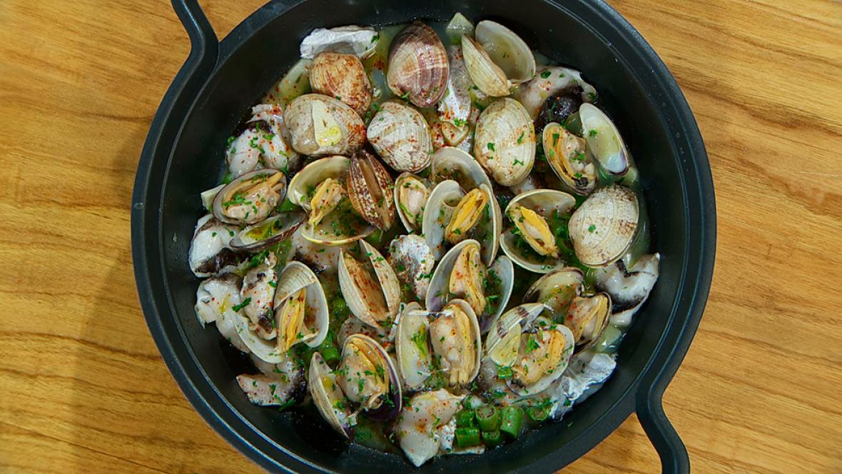 Torres en la cocina - Almejas con cocochas de merluza