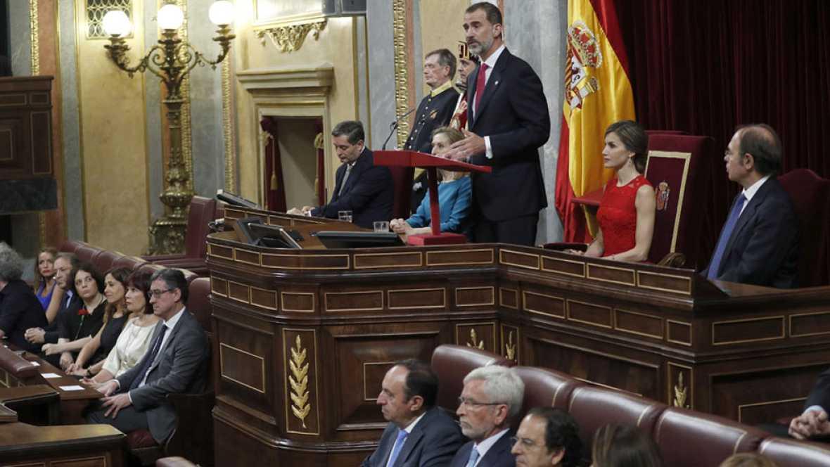 La ausencia del rey Juan Carlos I en el 40 aniversario de las elecciones del 77, lo más comentado en el Congreso