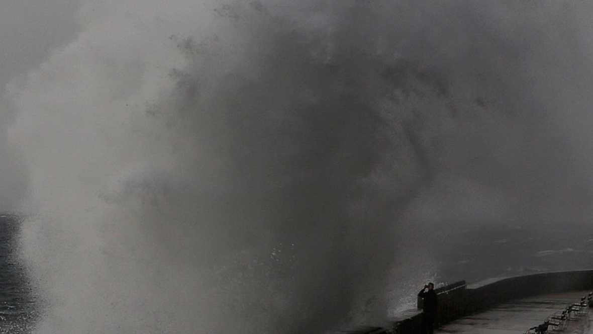Una decena de provincias tendrá riesgo por  lluvias, tormentas, viento o fuerte oleaje.