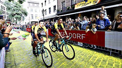 La ciudad alemana de Dusseldorf será el escenario este sábado de  la salida de la edición 2017 del Tour de Francia, una carrera que se  presenta muy igualada por el diseño de su recorrido y con más  aspirantes que antaño para intentar quebrar la resi