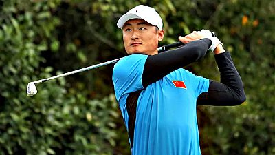 El golfista chino Haotong Li había arrojado el putter tras un boggey y su progenitora acudió al rescate.