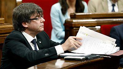 Rajoy advierte a los ayuntamientos catalanes a favor del referéndum que deben cumplir la ley