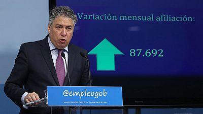 El paro bajó, sobre todo, en el sector servicios, con 75.000 desempleados menos