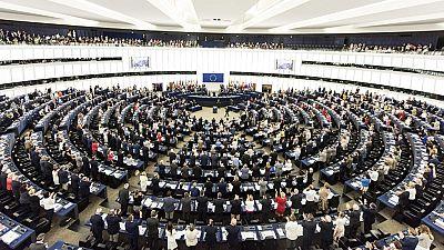 Juncker abronca a la cámara del Parlamento Europeo al acudir solo una treintena de eurodiputados a un pleno