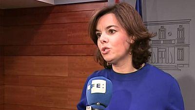 La vicepresidenta del Gobierno Soraya Sáenz de Santamaría advierte ante la ley del referéndum de Cataluña que al Estado le bastan 24 horas para recurrirla