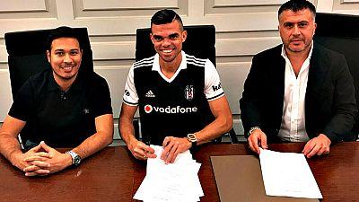 El central portugués Kleper Laverán 'Pepe', jugador del Real Madrid durante las últimas 11 temporadas, se ha convertido en nuevo futbolista del Besiktas después de alcanzar un acuerdo hasta el 30 de junio de 2019, informó el club turco.
