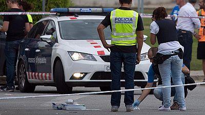 Los Mossos d'Esquadra han detenido al atacante que ha disparado contra dos policías locales en las inmediaciones del tanatorio de Gavà (Barcelona). Uno de los heridos se encuentra en estado grave, aunque no se teme por su vida, según ha podido saber