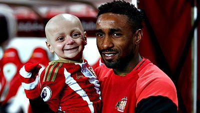 El delantero, que conoció al niño durante su etapa en el Sunderland, era presentado este jueves por el Bournemouth y no podía reprimir sus lágrimas al ser preguntado por el niño y su familia, con los que se ha volcado para prestarles todo tipo de ayu