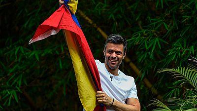 El líder opositor venezolano Leopoldo López ya está en casa