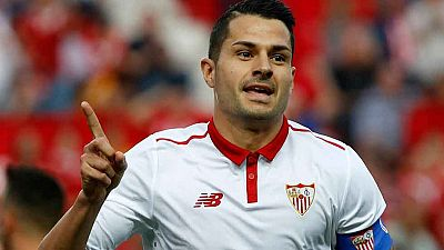 Pese al interés del Atlético y a que se daba casi por hecho su pase al club rojbilanco previo paso por Las Palmas, Vitolo seguirá en el Sevilla, con el que ha renovado hasta 2022.