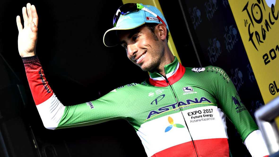 """El ciclista sardo del Astana, segundo en la general del Tour 2017, reconoce la decepción que supuso perderse el Giro del centenario y asegura que en la Grande Boucle prefiere ir """"día a día""""."""
